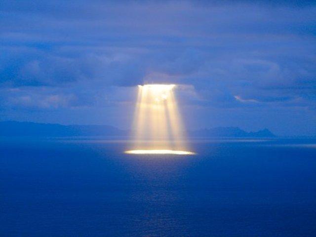 Płaska ziemia - czy można tej teorii zaprzeczyć? - Page 2 Sun-clouds